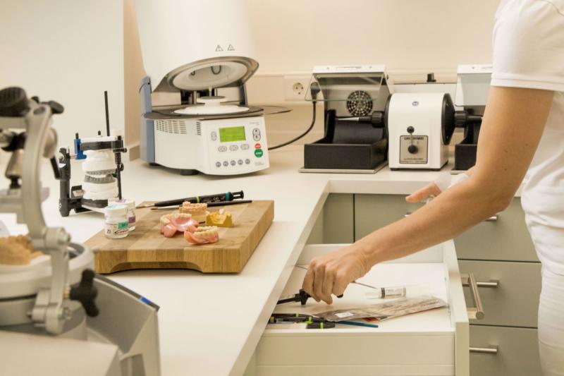 Zahnersatz mit hochwertigsteb Materialien - gefertigt in Deutschland.